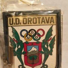 Coleccionismo deportivo: ANTIGUA PLACA FUTBOL U.D. OROTAVA PARA COCHE FORMATO GRANDE. Lote 201155231