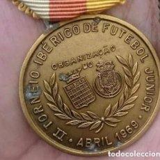 Coleccionismo deportivo: PORTUGAL MEDALLA II TORNEO IBÉRICO DE FÚTBOL AÑO 1969. Lote 96697751