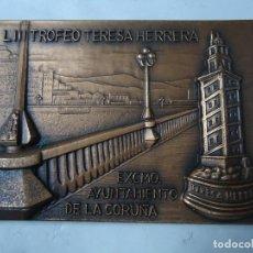 Collezionismo sportivo: MEDALLA TROFEO TERESA HERRERA 1998 JOYERIA MALDE 1ER CENTENARIO MIDE 5 X 7 CM. EN RELIEVE RARA Y ESP. Lote 239427310