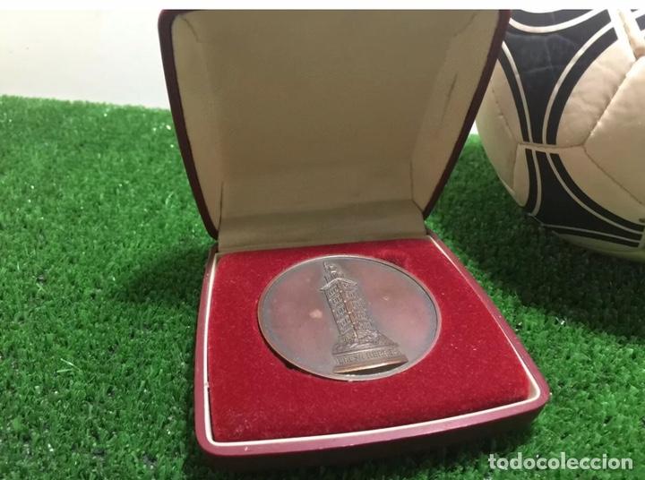 Coleccionismo deportivo: Manchester Utd Roma Bilbao Vasco Gama medalla Teresa Herrera 1984 - Foto 3 - 202872035