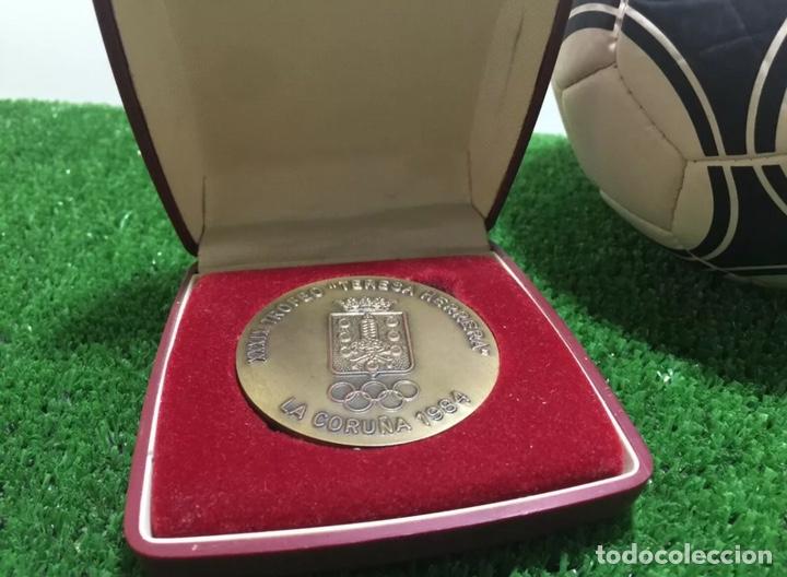 Coleccionismo deportivo: Manchester Utd Roma Bilbao Vasco Gama medalla Teresa Herrera 1984 - Foto 4 - 202872035