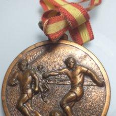 Coleccionismo deportivo: GRAN MEDALLA DE FUTBOL - I COPA INTERMINISTRAL 1985 CON BANDERA ESPAÑA. Lote 203244827