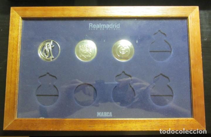 COLECCION DIARIO MARCA LOS ESCUDOS DEL REAL MADRID BAÑADOS EN ORO BLANCO INCOMPLETA ENMARCADA (Coleccionismo Deportivo - Medallas, Monedas y Trofeos de Fútbol)