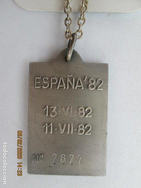 Coleccionismo deportivo: MEDALLA CONMEMORATIVA MUNDIAL ESPAÑA82 - Nº 2627 - ESCUDO DE ESPAÑA - CON CADENA. - Foto 2 - 207234043