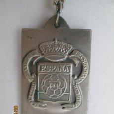Coleccionismo deportivo: MEDALLA CONMEMORATIVA MUNDIAL ESPAÑA'82 - Nº 2627 - ESCUDO DE ESPAÑA - CON CADENA.. Lote 207234043