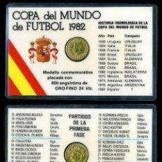 Coleccionismo deportivo: CARNET OFICIAL CON MEDALLA ORO 24 KILATES COPA MUNDO DE FUTBOL ESPAÑA 82 - Nº2. Lote 208980181