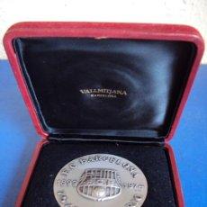 Coleccionismo deportivo: (F-200690)MEDALLA DEL F.C.BARCELONA EN PLATA - 75 ANIVERSARIO - VALLMITJANA - CAJA. Lote 209831890