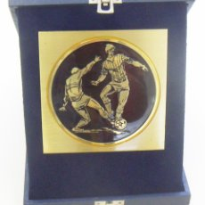 Coleccionismo deportivo: CAJA CON TROFEO DE FUTBOL. Lote 210543353