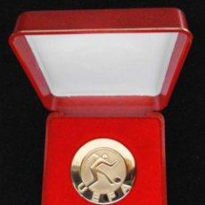 Coleccionismo deportivo: MEDALLA CAMPEONES DE LA UEFA SUPER COMPETITION 1980, VALENCIA C.F. SUPERCAMPEON. Lote 211796240