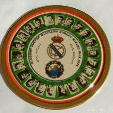 Coleccionismo deportivo: CHAPA METALICA LITOGRAFIADA DE LA COPA DE EUROPA, STAL MIELEC DE POLONIA CONTRA EL REAL MADRID,15 SE. Lote 216656733
