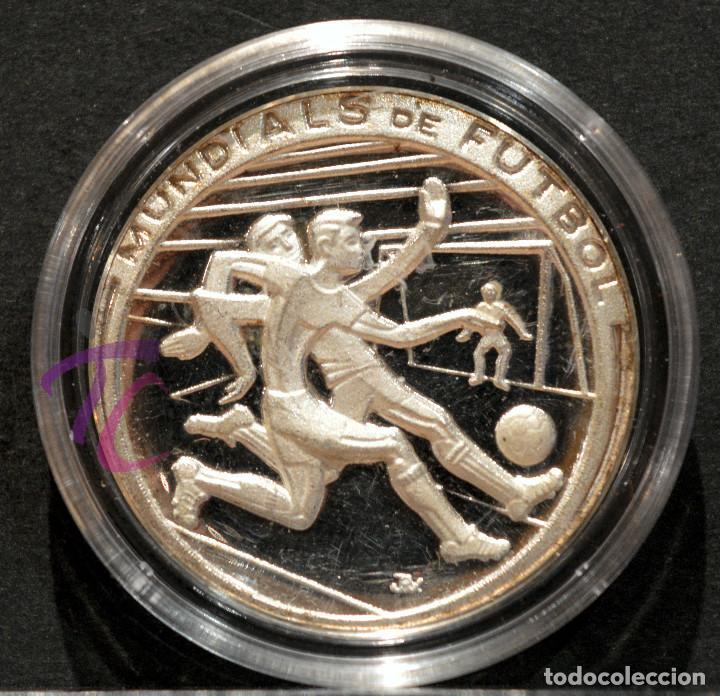Coleccionismo deportivo: MEDALLA DE PLATA PURA 100/1000 CATALUNYA FUTBOL MUNDIALS 1982 EMISION ESPECIAL J. RAMISA LA CAIXA - Foto 2 - 216011060