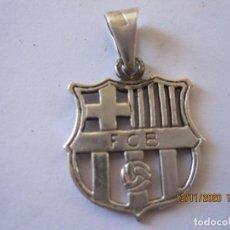 Coleccionismo deportivo: ANTIGUO ESCUDO DE PLATA CALADA DEL F.C. BARCELONA. Lote 225631080