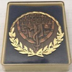 Coleccionismo deportivo: MEDALLA TROFE MORMÓN INTER TENIS MÉDICOS 1974(CAJA ORIGINAL). Lote 229977110
