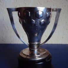 Coleccionismo deportivo: (F-210101)TROFEO DE PLATA CAMPEON DE LIGA 1950-51 EXCLUSIVO JUGADOR C.F.BARCELONA GUSTAVO BIOSCA. Lote 234709065