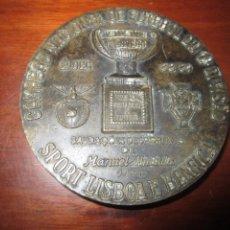 Coleccionismo deportivo: CAMPEAO NACIONAL DE FUTEBOL DA 1ª DIVISAO SPORT LISBOA E BENFICA 88/89 DIAMETRO 7,8 CM. Lote 237772155