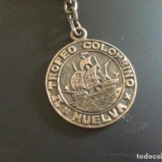 Coleccionismo deportivo: FUTBOL. V TROFEO COLOMBINO. PRECIOSO LLAVERO EN PLATA DE LEY. HUELVA 1969. Lote 237847525