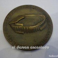 Coleccionismo deportivo: NOU CAMP. FC BARCELONA. MEDALLA CONMEMORATIVA VISITA JUAN PABLO II. AÑO 1982. Lote 240916505