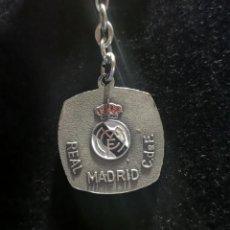 Coleccionismo deportivo: ANTIGUO LLAVERO REAL MADRID AÑOS 70 PROBABLEMENTE PUEDA SER PLATA. Lote 243904260