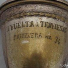 Coleccionismo deportivo: CICLISMO TROFEO DE 1936 - II VUELTA A TRAVIESAS - PRIMAVERA DEL 36 - CASA ABALDE VIGO - ALPACA. Lote 245392795