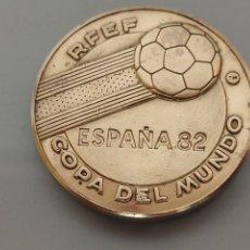 Collezionismo sportivo: MEDALLA MONEDA SEDES DE LA COPA DEL MUNDO FÚTBOL ESPAÑA 82' 30GR 4CM DIÁMETRO. Lote 247525320