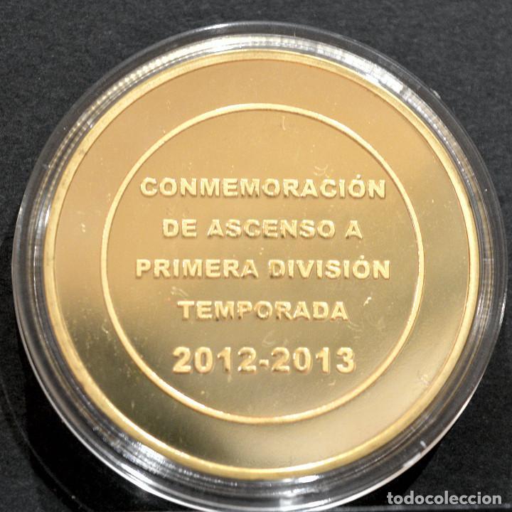 Coleccionismo deportivo: MEDALLA FUTBOL ELCHE C.F CONMEMORATIVA ASCENSO A PRIMERA DIVISION 2012 2013 METAL CON BAÑO EN ORO - Foto 3 - 248498465