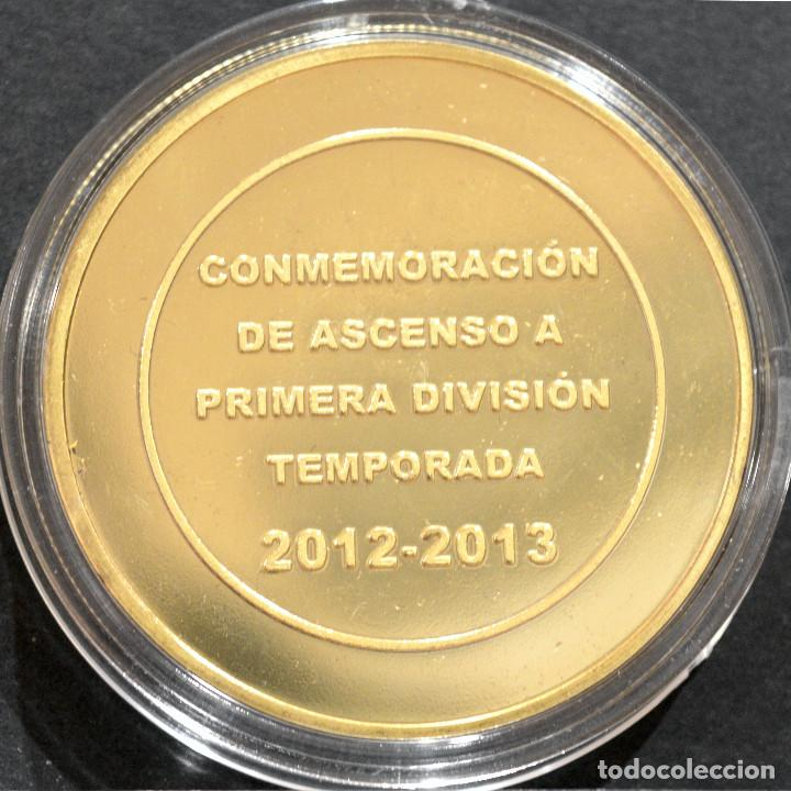 Coleccionismo deportivo: MEDALLA FUTBOL U.D ALMERIA CONMEMORATIVA ASCENSO A PRIMERA DIVISION 2012 2013 METAL CON BAÑO EN ORO - Foto 3 - 248498505