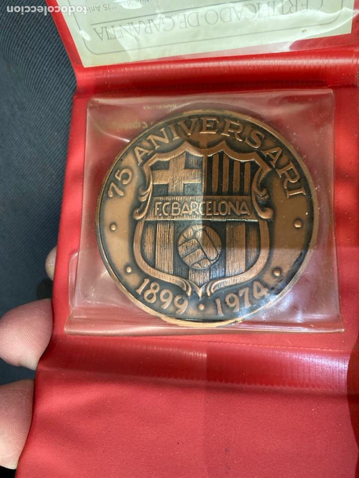 Coleccionismo deportivo: FC BARCELONA. Medalla conmemorativa 75 Aniversario. En cobre con estuche y certificado - Foto 4 - 255387965