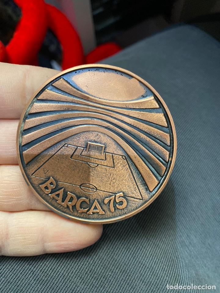 Coleccionismo deportivo: FC BARCELONA. Medalla conmemorativa 75 Aniversario. En cobre con estuche y certificado - Foto 5 - 255387965