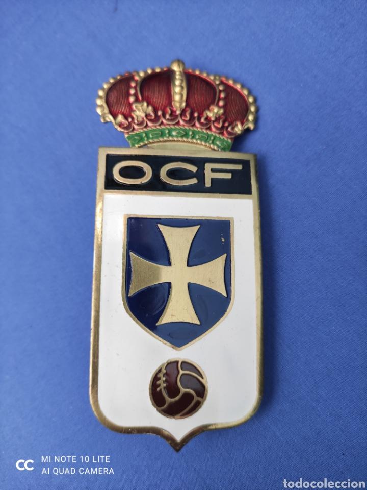 INSIGNIA. BADGE ANTIGUO, REAL OVIEDO, ORIGINAL . PARA PARRILLA DE COCHE, 10 X 4,5 CM (Coleccionismo Deportivo - Medallas, Monedas y Trofeos de Fútbol)