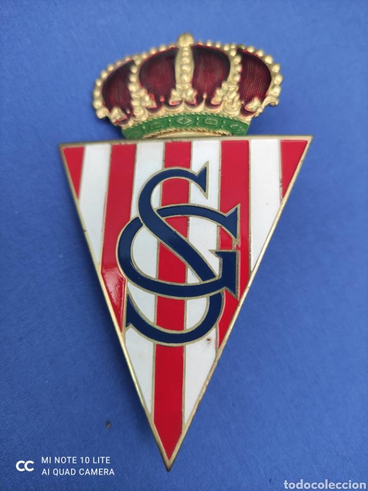 INSIGNIA ESMALTADA. BADGE ANTIGUO, SPORTING DE GIJON, ORIGINAL . PARA PARRILLA DE COCHE, 10 X 5,5 (Coleccionismo Deportivo - Medallas, Monedas y Trofeos de Fútbol)