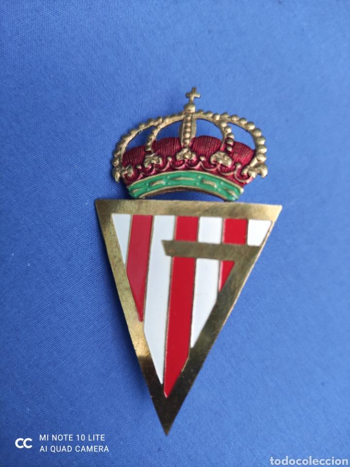 INSIGNIA.ESMALTADA, BADGE ANTIGUO, SPORTING DE GIJON, ORIGINAL . PARA PARRILLA DE COCHE, 7 X 3,5 (Coleccionismo Deportivo - Medallas, Monedas y Trofeos de Fútbol)
