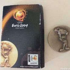 Coleccionismo deportivo: MEDALLÓN UEFA EURO 2004 PORTUGAL. Lote 262131885