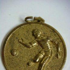 Coleccionismo deportivo: MEDALLA DE FUTBOL DORADA (&). Lote 262727205