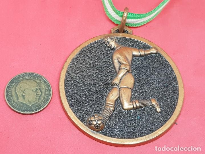 Coleccionismo deportivo: MEDALLA MEJOR FUTBOLISTA AÑOS 70 - Foto 2 - 277267483