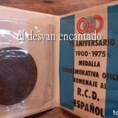 Coleccionismo deportivo: RCD ESPAÑOL. MEDALLA CONMEMORATIVA 75 ANIVERSARIO (1900-1975). EN CARTERA ORIGINAL. Lote 284689818