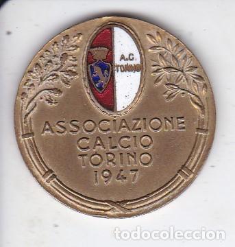 ANTIGUA MEDALLA METÁLICA - ASOCIAZIONE CALCIO TORINO 1947 - ESCUDO ESMALTADO (Coleccionismo Deportivo - Medallas, Monedas y Trofeos de Fútbol)