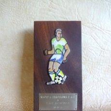 Coleccionismo deportivo: ANTIGUO TROFEO FUTBOL RAPID DE BARCELONA A CLUB DE FUTBOL ALTAFULLA AÑO 1974 LA CORONA. Lote 288383338