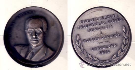 MEDALLA EN RELIEVE DE JOSEP TRUETA, MÉDICO Y CIRUJANO. CONMEMORATIVA BARCELONA 1975. (MD21). (Numismática - Medallería - Histórica)