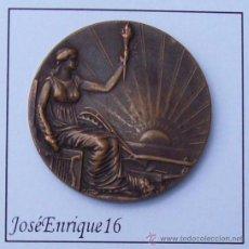 Medallas históricas: MEDALLA CONMEMORATIVA CENTENARIO DEL URUGUAY. 1830 - 1930. JURA DE LA CONSTITUCION. Lote 26534264