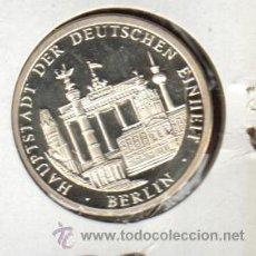 Medallas históricas: PRECIOSA MEDALLA DE PLATA CONMEMORATIVA BERLIN CAPITAL ALEMANA VER FOTOS. Lote 27165582