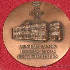 Medallas históricas: MEDALLA CON 7 CM DE DIAMETRO - SEVILLA 1992 - AÑO DE LA EXPO - RESTAURACION CASAS CONSISTORIALES. Lote 36964517