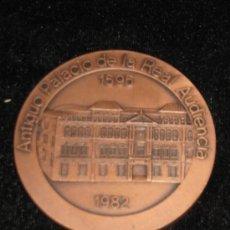 Medallas históricas: MEDALLA CONMEMORATIVA - PALACIO REAL AUDIENCIA 1595/1982 - REV 50º CAJA SAN FDO SEVILLA - 7 CM DMTRO. Lote 37623855