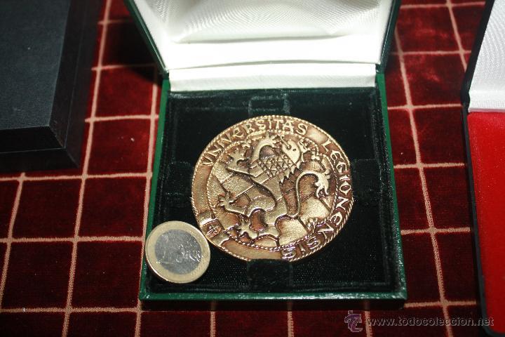 Medallas históricas: MEDALLA DE MANO UNIVERCITAS LEONENSIS - Foto 2 - 42880743