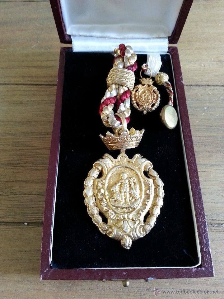 Medallas históricas: ANTIGUA MEDALLA CON ESCUDO DE HERCULES DE CADIZ EN PLATA DORADA CON CONTRASTES Y MEDALLITA DE SOLAP - Foto 2 - 45326499