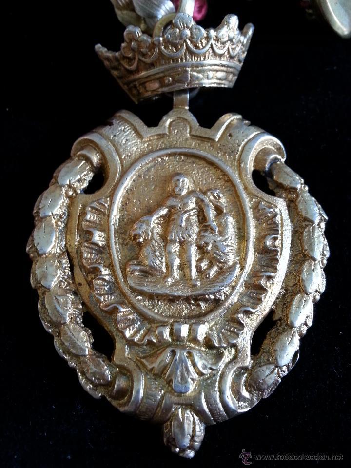 Medallas históricas: ANTIGUA MEDALLA CON ESCUDO DE HERCULES DE CADIZ EN PLATA DORADA CON CONTRASTES Y MEDALLITA DE SOLAP - Foto 4 - 45326499
