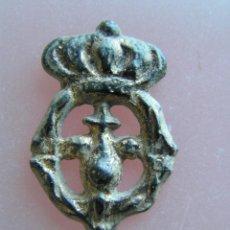 Medallas históricas: DISTINTIVO DE SOLAPA. BRONCE BAÑADO EN ORO. SIGLO XVIII-XIX.. Lote 46295403