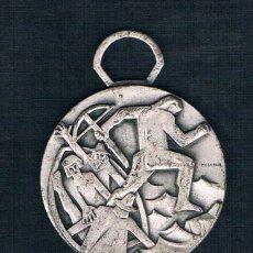 Medallas históricas: HOMBRE CON BALLESTA SOBRE FONDO PLATEADO. Lote 47575158