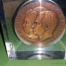 Medallas históricas: MEDALLA DE MANO EN METACRILATO SE PUEDE SACAR DE LOS REYES DE ESPAÑA. Lote 48280289