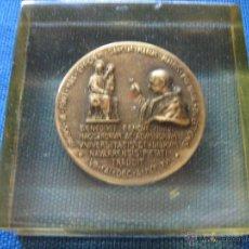 Medallas históricas: MEDALLA CONMEMORATIVA PABLO VI DE 1966 CON LEYENDA STVDIORVM NAVARRENSIS UNIVERSITAS. Lote 86711606