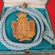 Medallas históricas: MEDALLÓN-ÉPOCA FRANQUISTA-60S-CORDÓN CELESTE-CLAUSTRO EXTRAORDINARIO UNIVERSITARIO-CAJA-BUEN ESTADO.. Lote 53848526